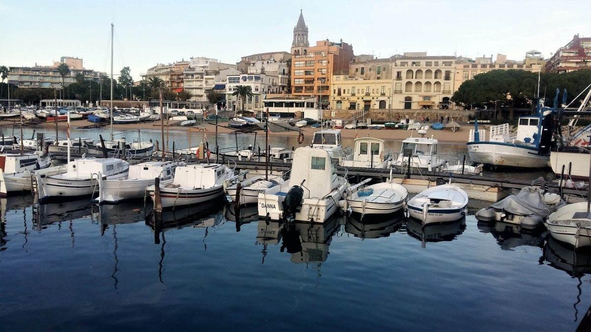 Vista de Palamós desde el puerto deportivo