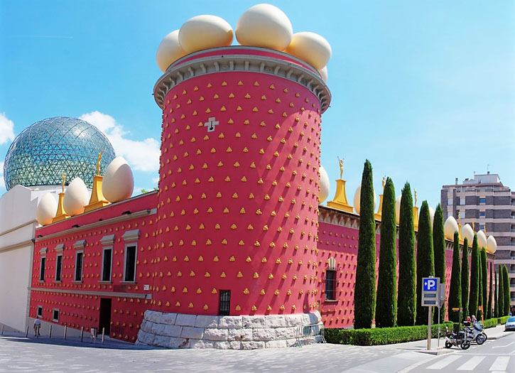 Empuriabrava, Peratallada, Museo Dalí
